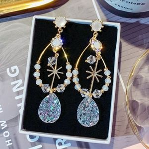 *ARLETTE* Gold x Crystal Fashion Dangle Earrings